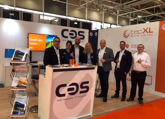 COS-Messestand